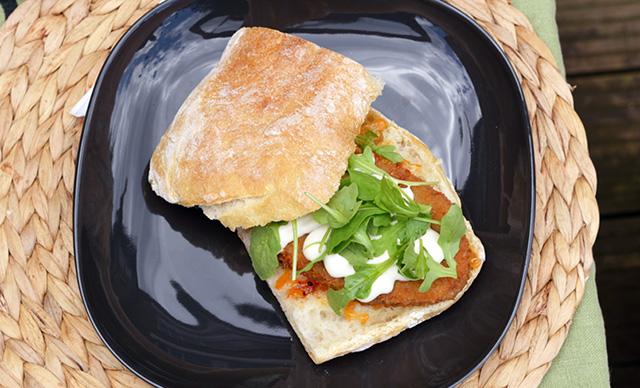 Easy Peasy: Vegan Schnitzel Sandwich